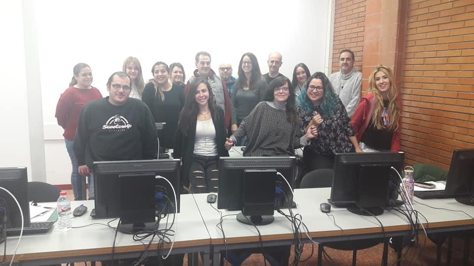 Alumnos del curso de Community Manager en el centro Adams Barcelona con Carme Mateo